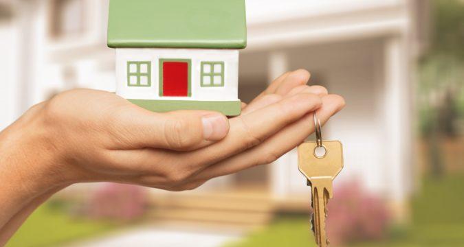 Как продать квартиру и купить дом в другом городе одновременно