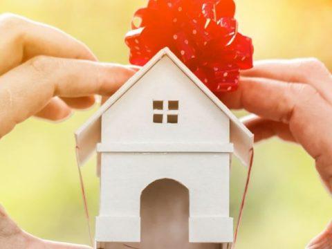 Можно ли подарить жене дом