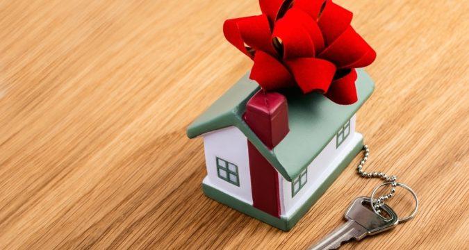 Можно ли подарить дом