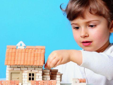 Можно ли подарить ребенку дом